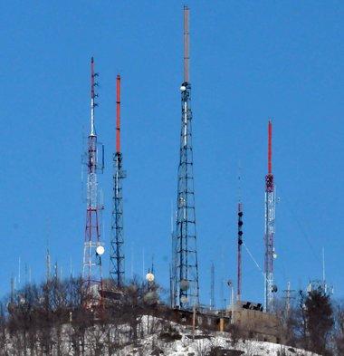 mt-tom-comunication-mountain-holyoke-ma